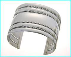 bracelet navajo manchette argent artiste Tahe Harpo.jpg