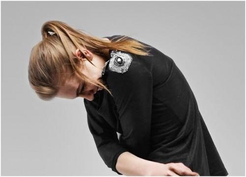 détail tee shirt el lin noir patchs brodés sur epaules SANDRO AH09.JPG