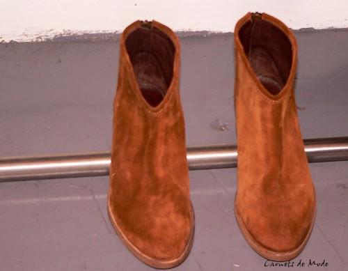 low boots daim zippés au dos.jpg