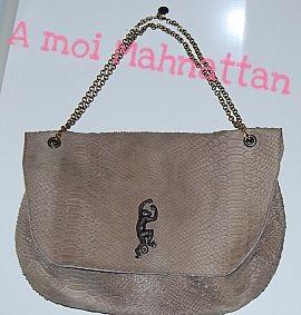 sac manhattan en cuir effet cobra taupe avec estampe éléphant Sous le Pavés 2.jpg
