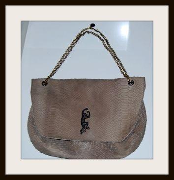 sac manhattan en cuir effet cobra taupe avec estampe éléphant Sous le Pavés pola 3.jpg